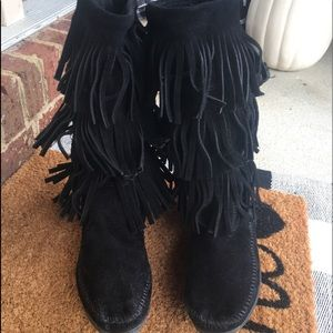 Size 9 leather black 3 row fringe Minnetonka boots